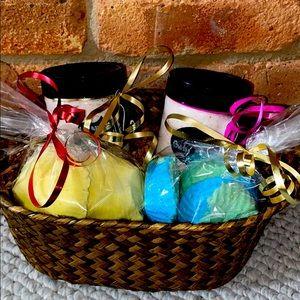 🎉HP🎉Customizable Large bath faves gift basket